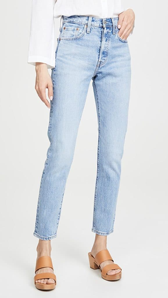 Spring isn't too far off so I'm ready to start finding some new pieces to incorporate into my wardrobe. One of the denim trends I would like to try is the straight leg trend. Those can be pretty easy to find at the thrift store, so I should be able to snatch some up.