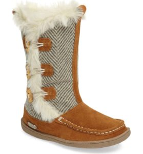 Totally Cute Winter Boots | Winter Boot Must Haves | Thrifted & Taylor'd | www.thriftedandtaylord.com