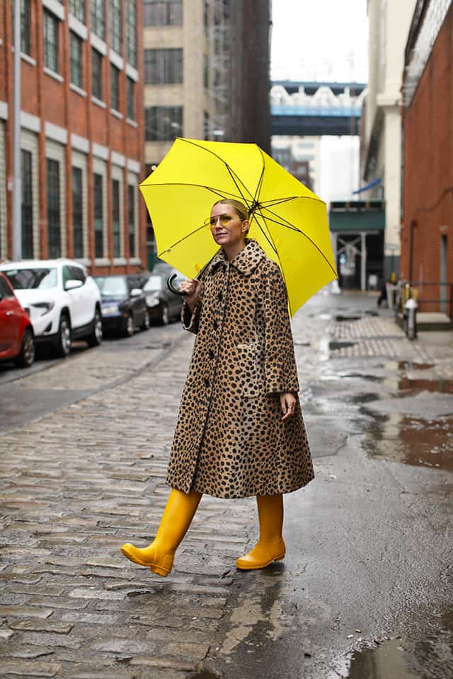 Switch out your snow boots for rain boots for that winter to spring wardrobe transition! This is just one of 7 super easy ways to make the switch, find out the rest!