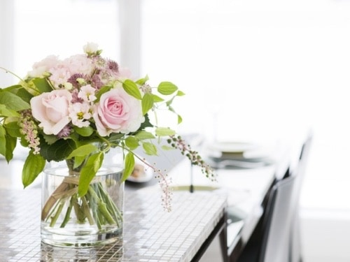 These simple home decorating tips are all you need to have you decorating like an interior designer. Adding flowers (real or faux) throughout your home is a great way to add color and freshness.
