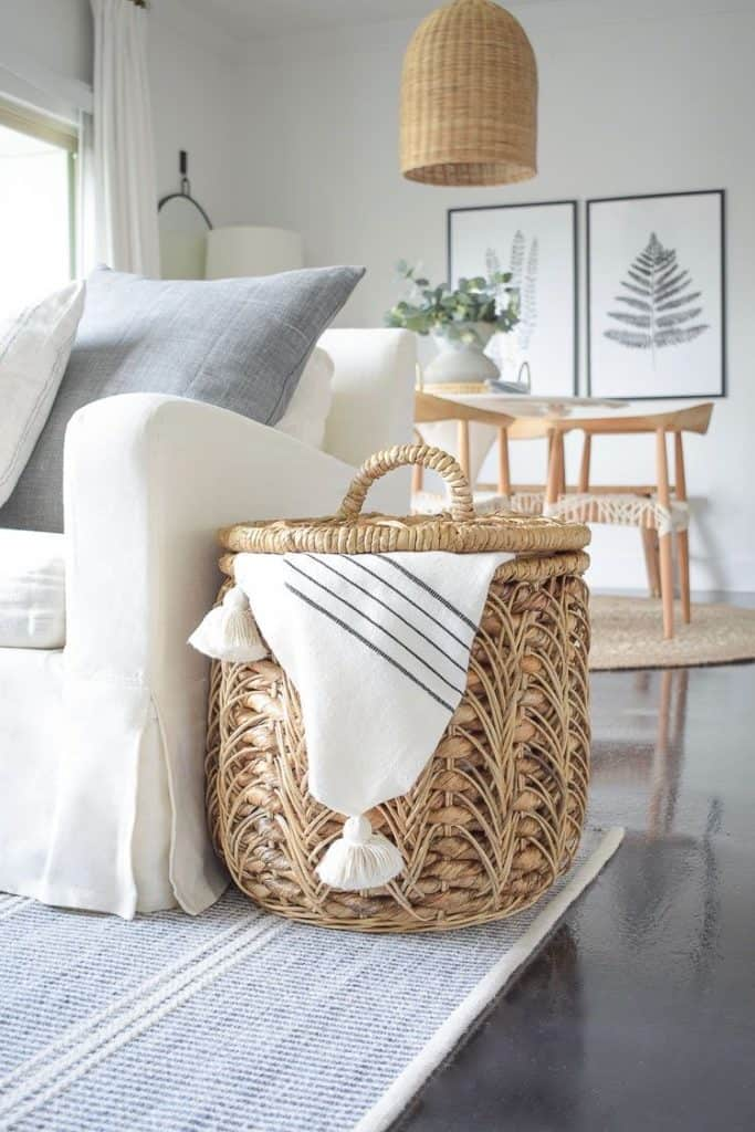 These simple home decorating tips are all you need to have you decorating like an interior designer. Adding baskets throughout your home is a great way to add some warmth and texture.