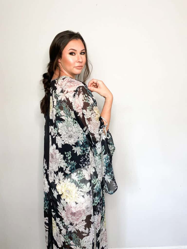 As we move closer and closer to fall it's time to start thinking about wardrobe transitions. This floral kimono/duster that I picked up in this end of summer thrift haul are perfect to transition into fall. Check out the other great pieces I picked up and how I plan to wear them into the fall!